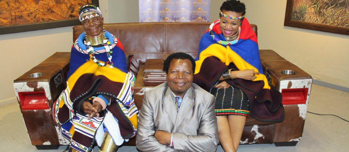Limpopo Crafters get motivated by Gogo Esther Mahlangu at the Mapungubwe Arts and Craft flea Market